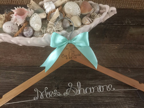 Beach Wedding Hanger / Starfish Bridal Hanger / Bride's Hanger / Starfish Wedding / Personalized Wedding Dress Hanger / Engraved Hanger