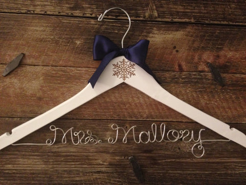 Winter Wedding Hanger / Snowflake Bridal Hanger / Bride's Hanger / Winter Wonderland Wedding / Personalized Bride Hanger / Engraved Hanger