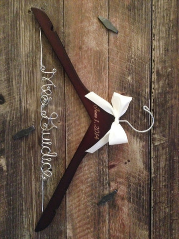 Bridal Hanger / Bride Hanger / Engraved Hanger / Burned Wedding Date / Wedding Hanger / Vintage Wedding / Rustic Hanger / Rustic Wedding
