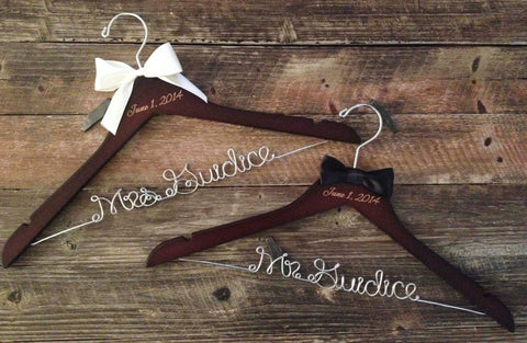 Mr. and Mrs. Wedding Hangers / Bride & Groom Hangers / Wedding Hangers SET / Personalized Hangers / Bridal Hanger / Mrs. Wedding Hanger