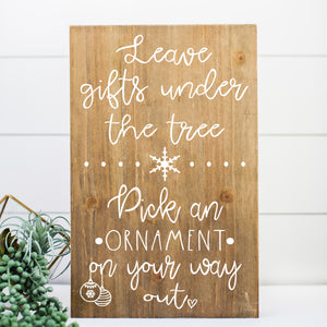 Leave Gifts Under the Tree Wedding Decal | Winter Wedding Favor Sign