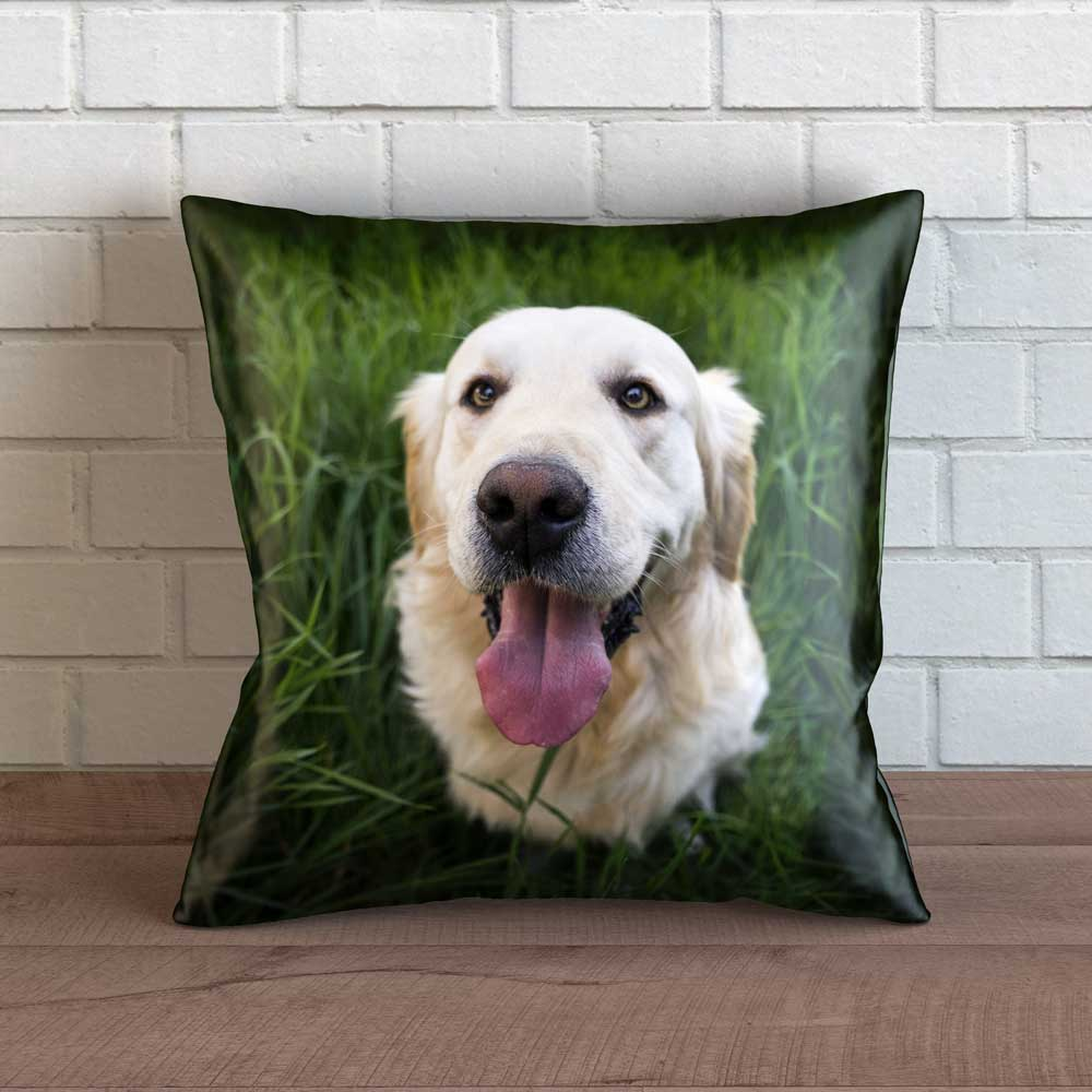 "Realistic Golden Retriever Throw Pillow Cover - 18"" x 18"""