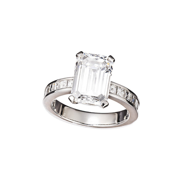 Ring Platinum with a 4,51ct. White Diamond