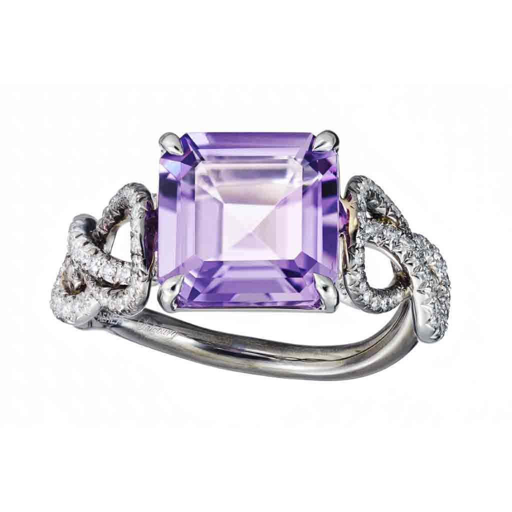 Ring Platinum with a purple Amethyst and White Diamonds