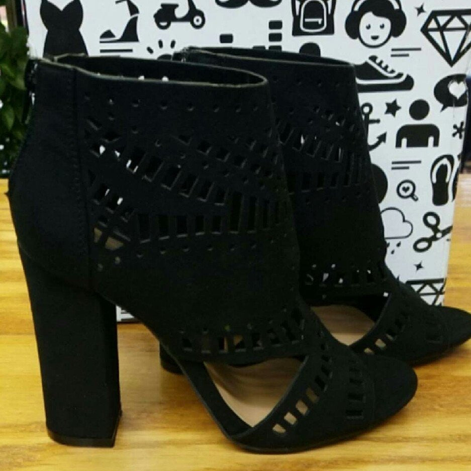 Shoes - Sexy Encounter Black Sandals