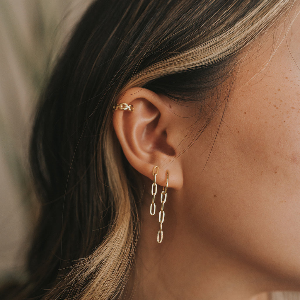 Ear cuffs. How to style ear cuffs. Where to buy ear cuffs. Why are ear cuffs so popular. How to layer on ear cuffs. Gold ear cuffs. Chain ear cuffs. Chain link earrings. Long chain Linked earrings. Where to buy dangle earrings. Long earrings. Cute trendy earrings.