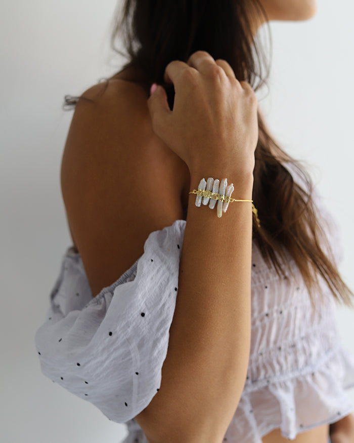 Pearl Crushed Logged Adjustable Bracelet - Sobe Pearl