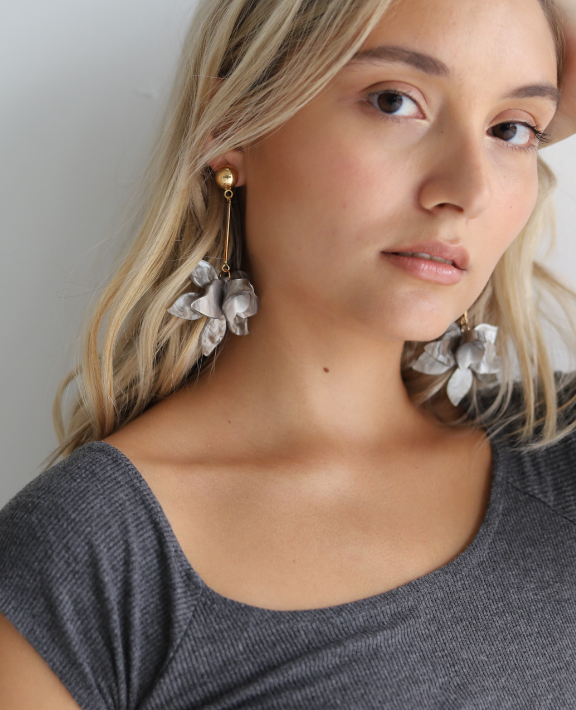 Flower Earrings - Gray