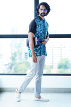 Load image into Gallery viewer, Abstract Casual Batik Shirt