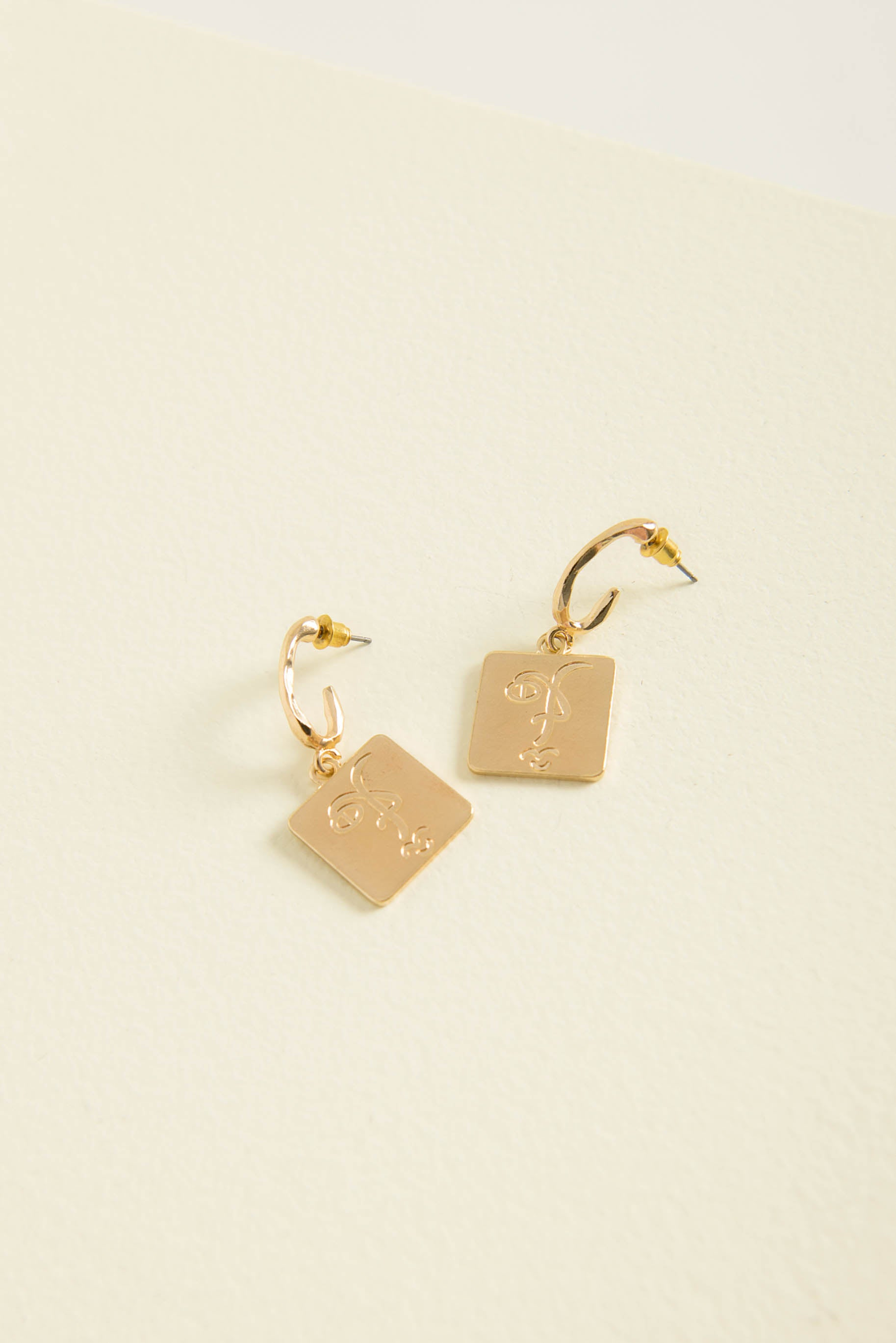 Lucy Charm Earrings / Gold