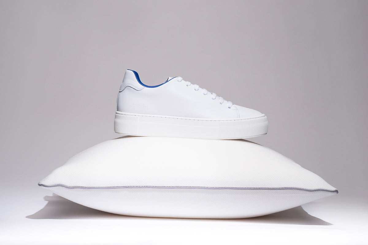 maratown-cushioned-sneakers-blue-limited-edition-white-unisex