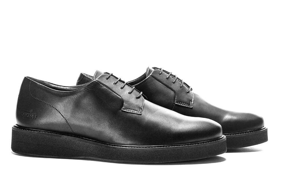 gym shoes that look like dress shoes