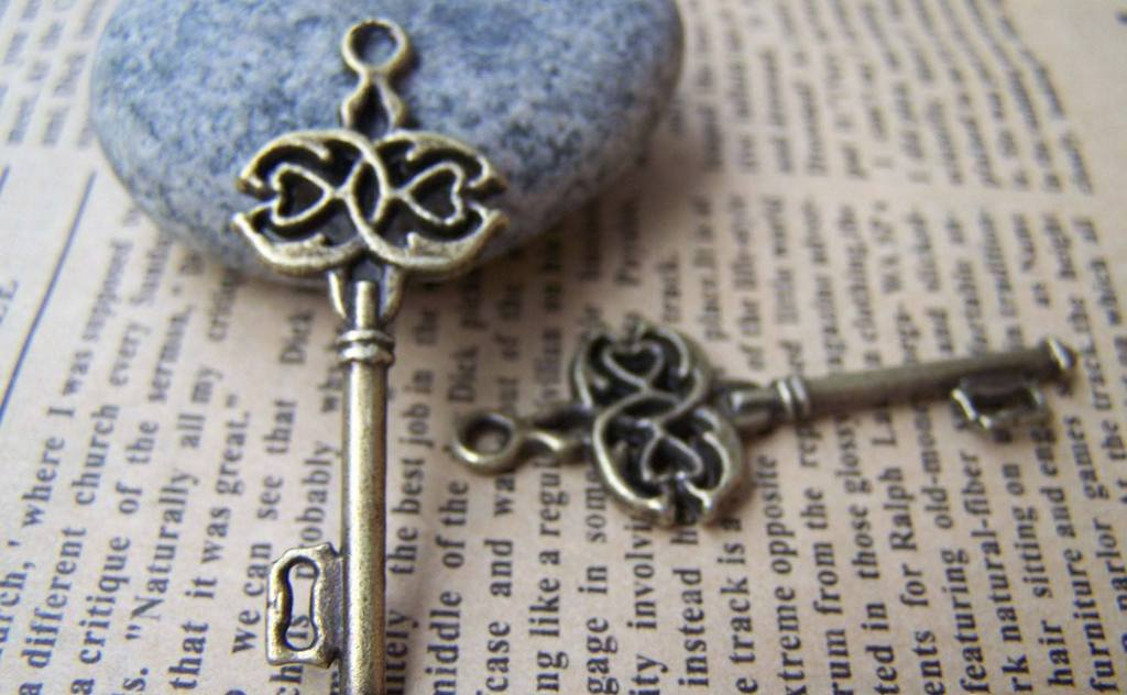 Accessories - 10 Pcs Of Antique Bronze Skeleton Key Charms 16x45mm A166