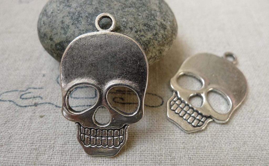 Accessories - 10 Pcs Of Antique Silver Flat Skull Charms 22x31mm  A6452