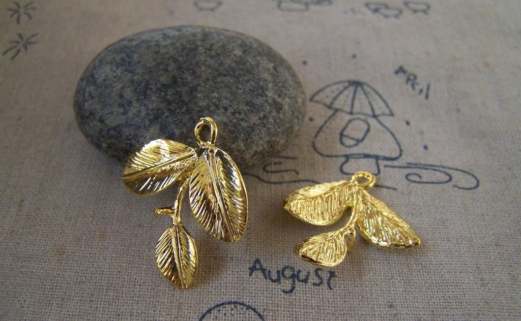 Accessories - 10 Pcs Of Gold Tone Three Leaf Branch Charms 24x27mm A5410