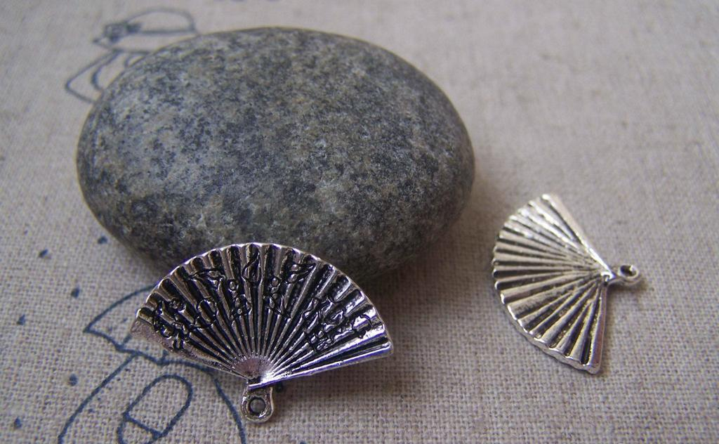 Accessories - 20 Pcs Of Antique Silver Chinese Flower Folding Fan Charms 17x24mm A4943