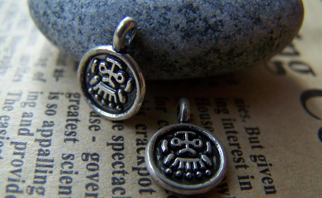 Accessories - 20 Pcs Of Antique Silver Round Tribal Face Charms 10x14mm A2786