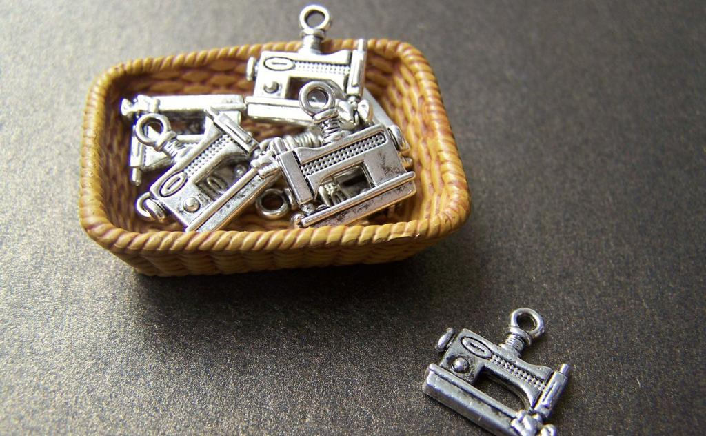 Accessories - 20 Pcs Of Antique Silver Sewing Machine Charms 12x14mm A869