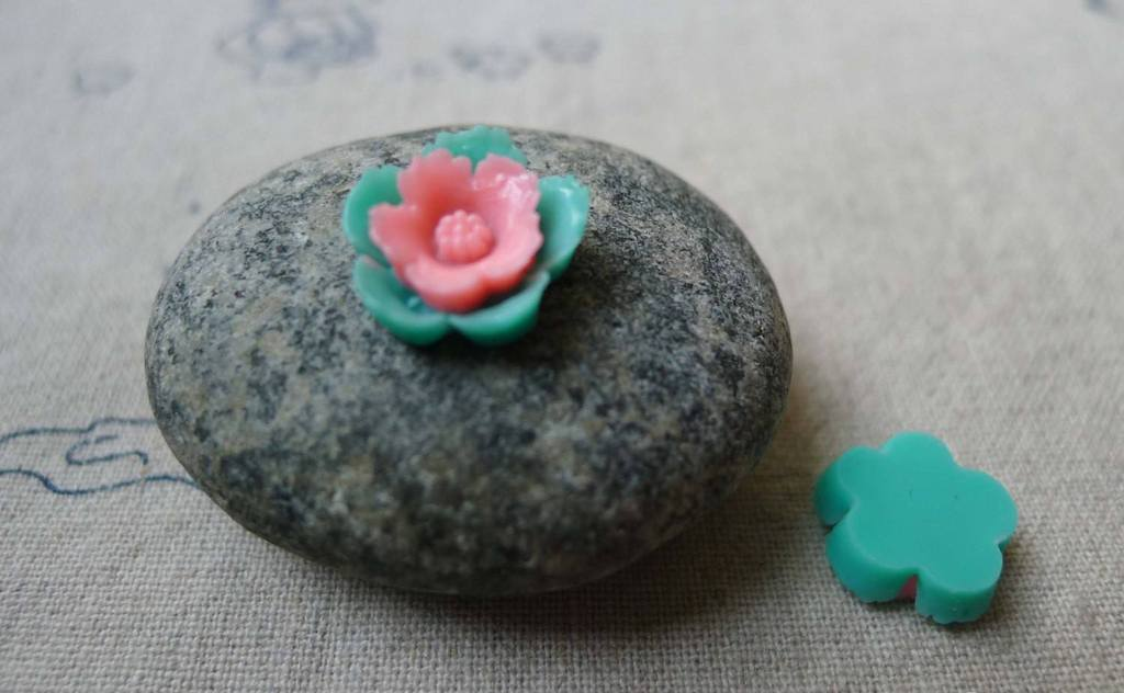 Accessories - 20 Pcs Of Resin Pink And Green Flower Cameo 13mm A5704