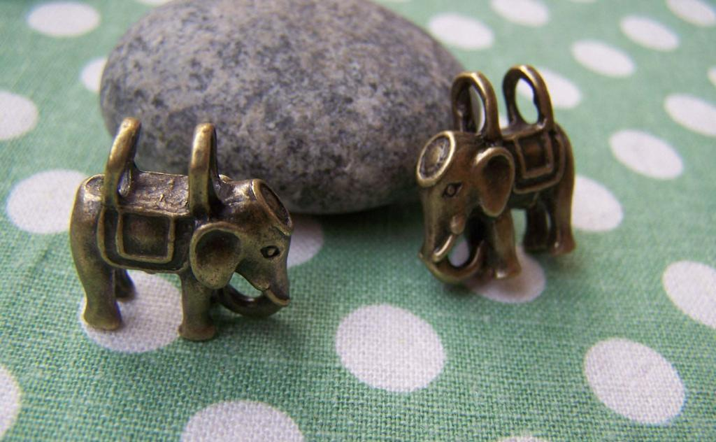 Accessories - 4 Pcs Of Antique Bronze Two Hole Elephant Pendants Charms 18x20mm A608