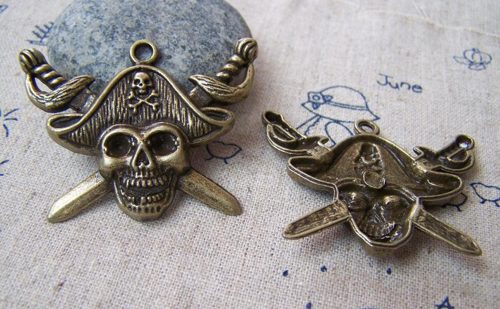 Accessories - 5 Pcs Of Antique Bronze Pirate Captain Skull Pendants Charms 32x45mm A1620