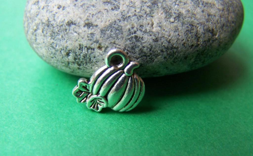 Accessories - 50 Pcs Of Antique Silver Pumpkin Charms 11mm A1041