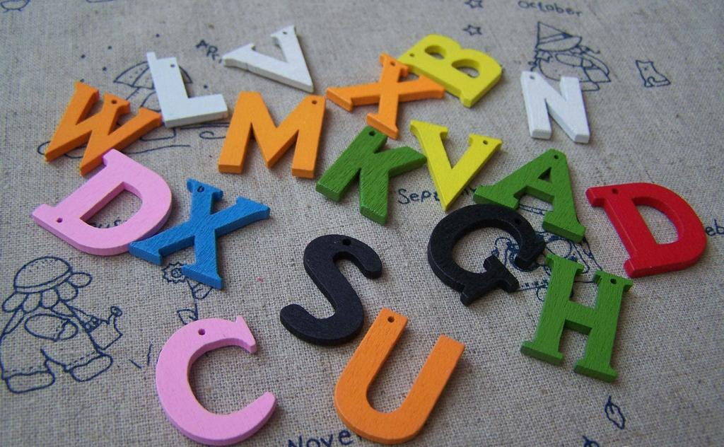 Accessories - 50 Pcs Of Wooden English Letter Alphabet Charms Assorted Color A1756