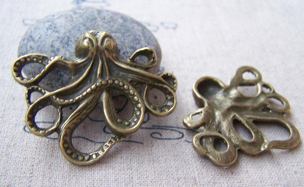 Accessories - 6 Pcs Of Antique Bronze 3D Octopus Charms Pendants 36x44mm A643