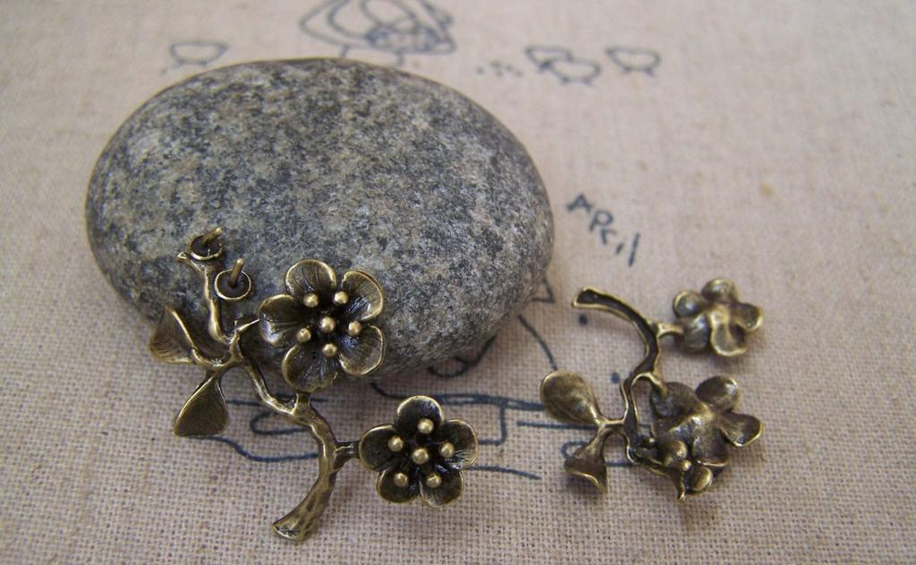 Accessories - 6 Pcs Of Antique Bronze Brass Half Pin Flower Branch Charms 21x25mm A5182