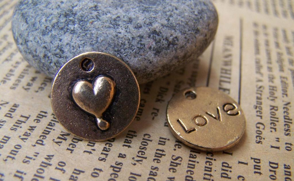 Accessories - Antique Gold Love Heart Round Charms 15mm Set Of 20 Pcs A1376