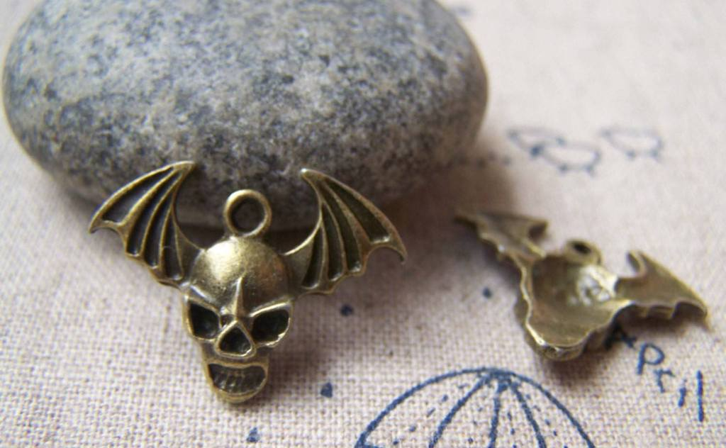 Accessories - Devil Wing Charms Antique Bronze Skull Pendants 22mm Set Of 10 Pcs A1582
