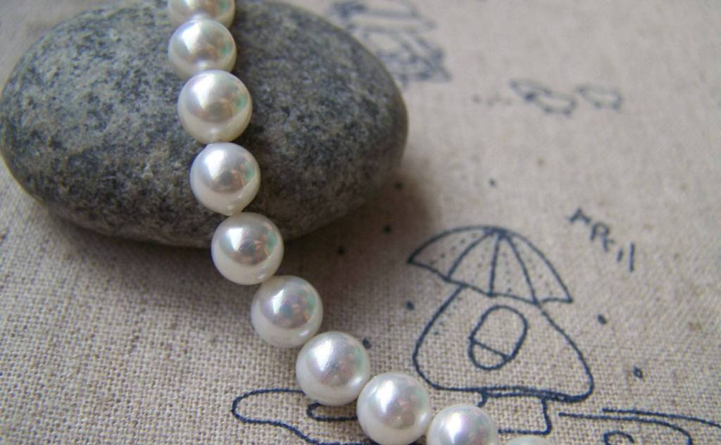 Accessories - Natural Shell White Round Pearl Beads Size 6mm One Strand Of 60 Pcs A854
