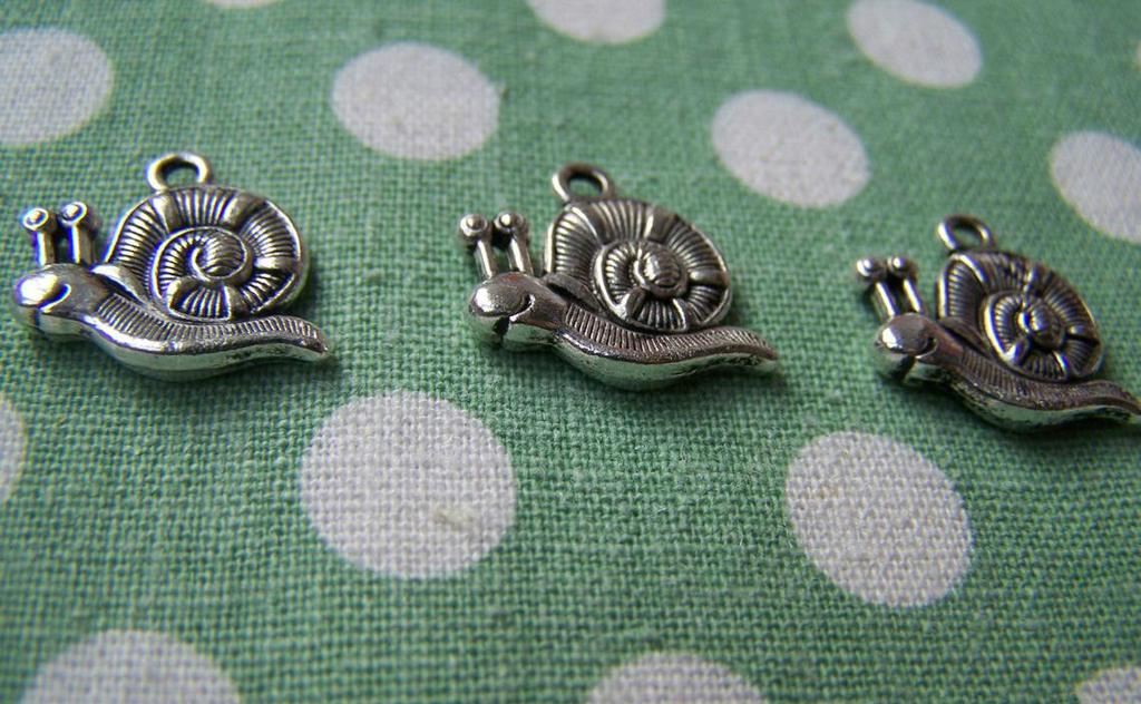 10 pcs Antique Silver Snail Charms Double Sided 16x19mm A1153