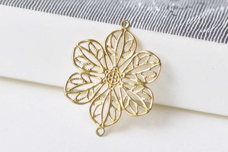 10 pcs Raw Brass Flower Connector Embellishments A8570