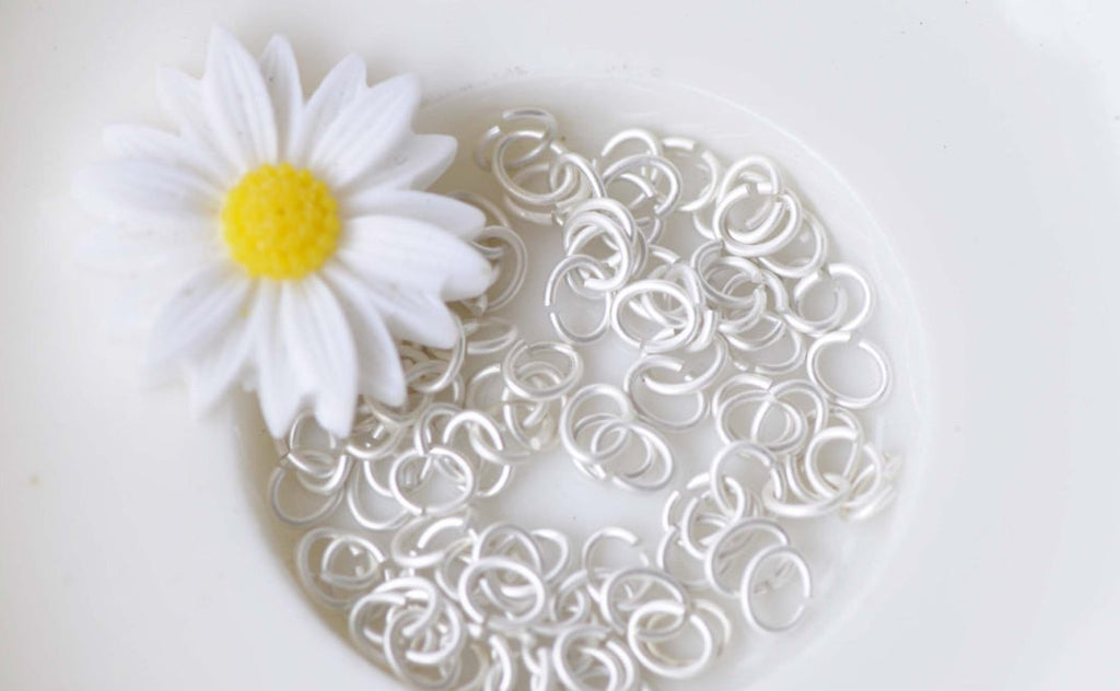 100 pcs Matte Silver White Oval Jump Rings 4x5mm 22G A8679
