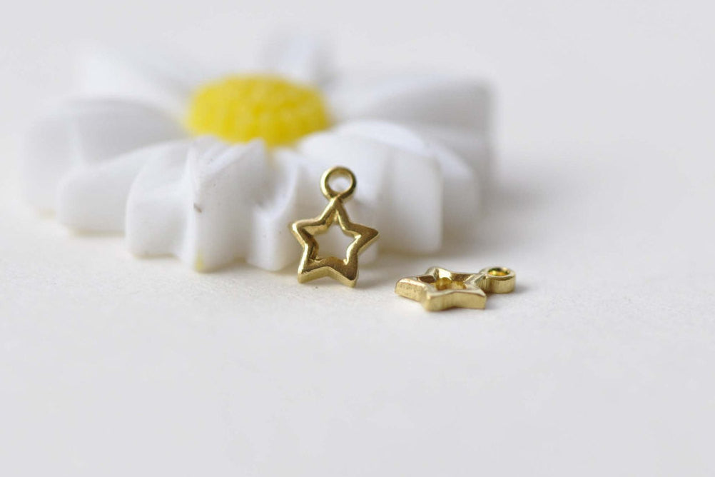 50 pcs Raw Brass Super Tiny Star Frame Charms 4mm A8745