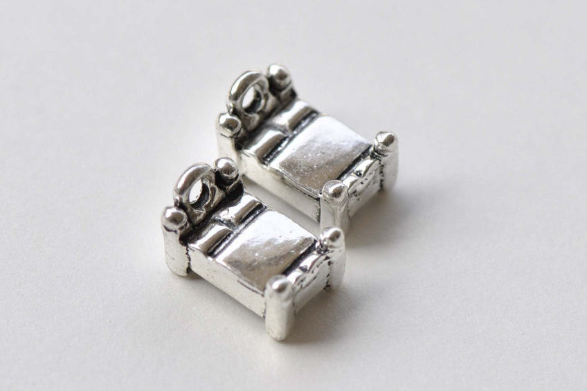 10 pcs Antique Silver Bedroom Bed Charms Pendants 8x13mm A8801