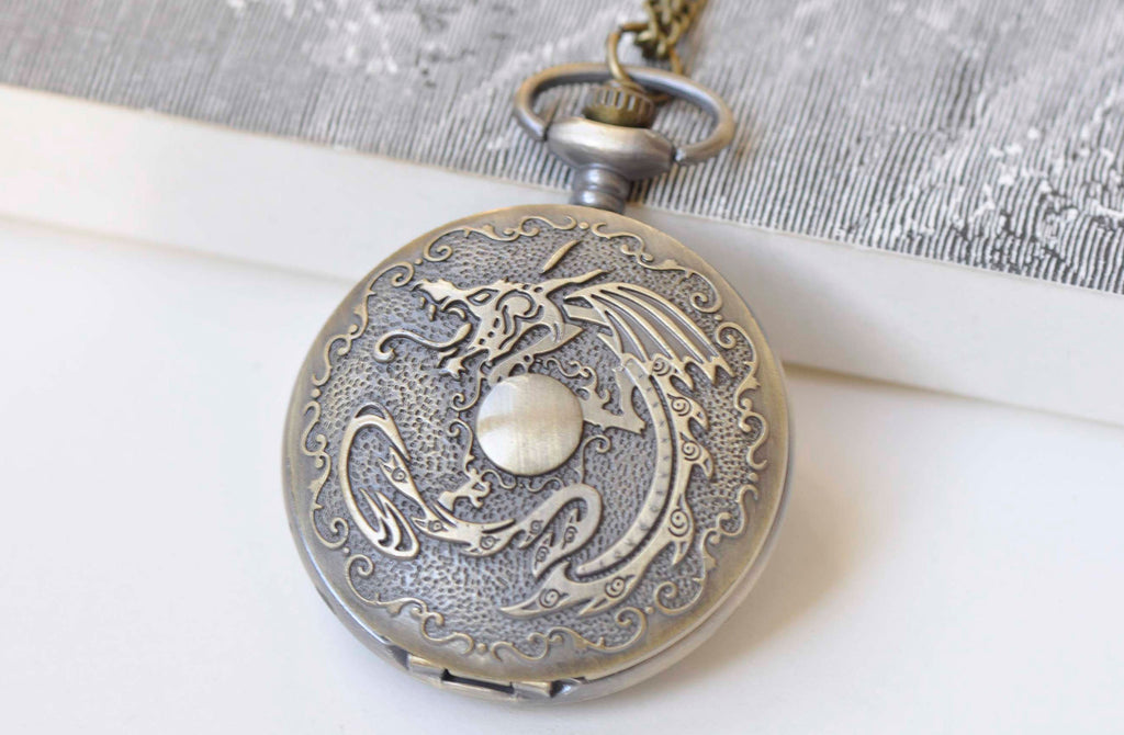 Antique Bronze Large Round Pocket Watch Necklace Set of 1 A4634