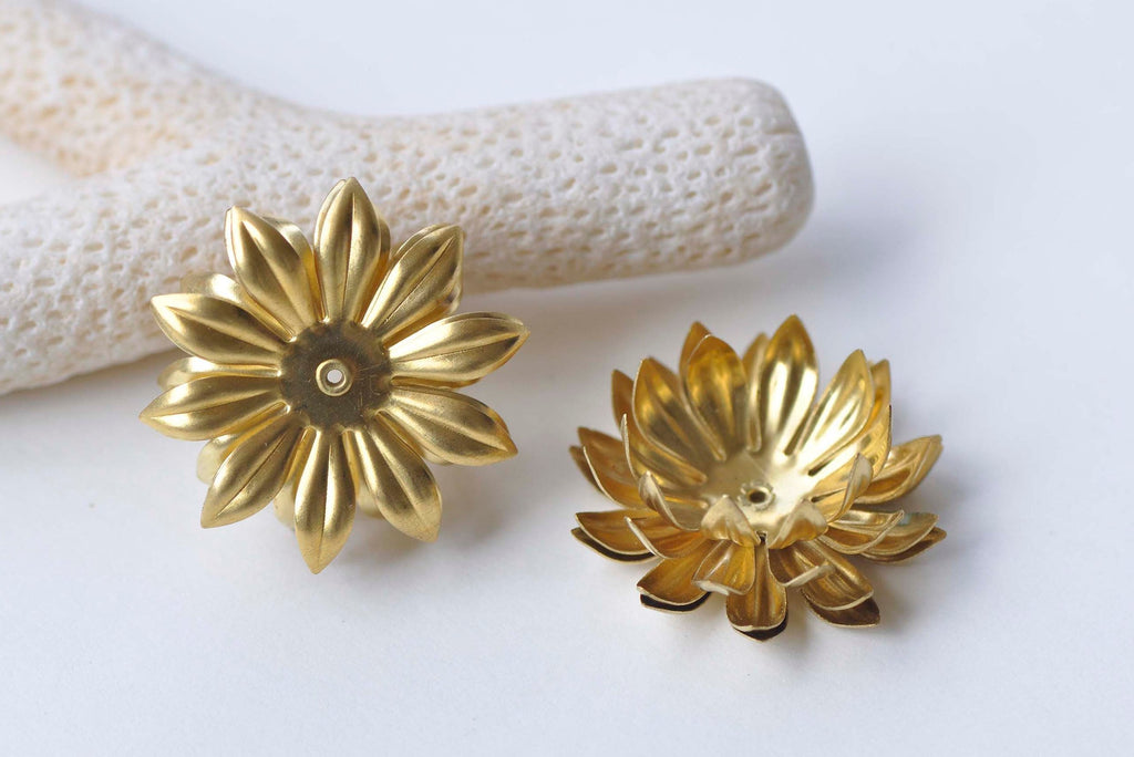 6 pcs Raw Brass Lotus Flower Beads Stamping Embellishments A510