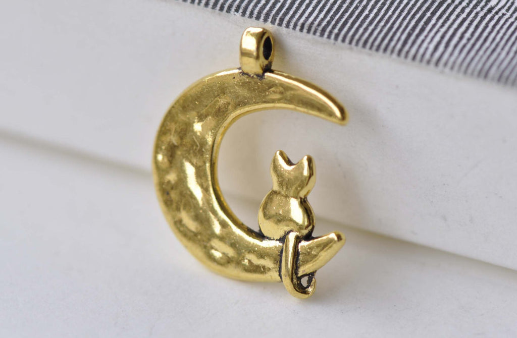 Shiny Gold Crescent Moon Cat Earring Pendant  Set of 20  A7942