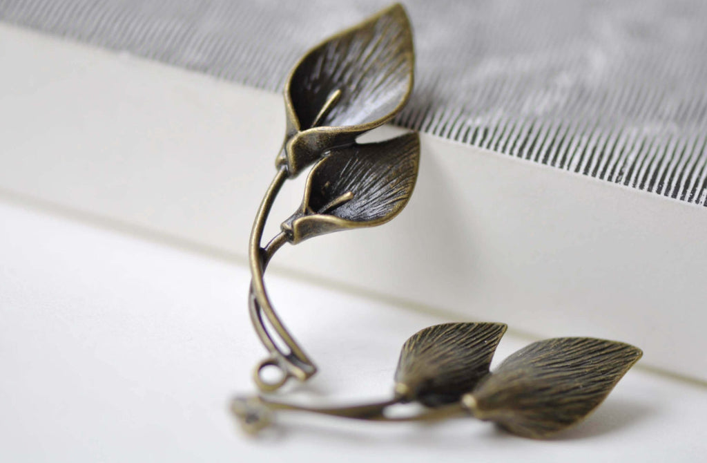 4 pcs Antiqued Brass Calla Lily Flower Pendants Charms 14x33mm A7943