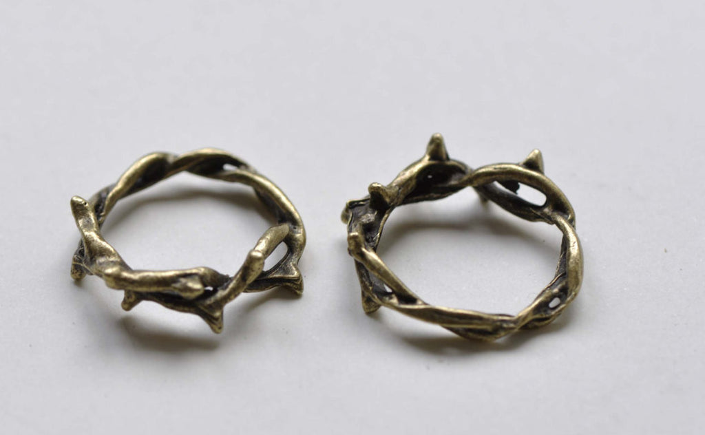Antique Bronze Vine Leaf Ring Charms Round Pendants Set of 20 A8011