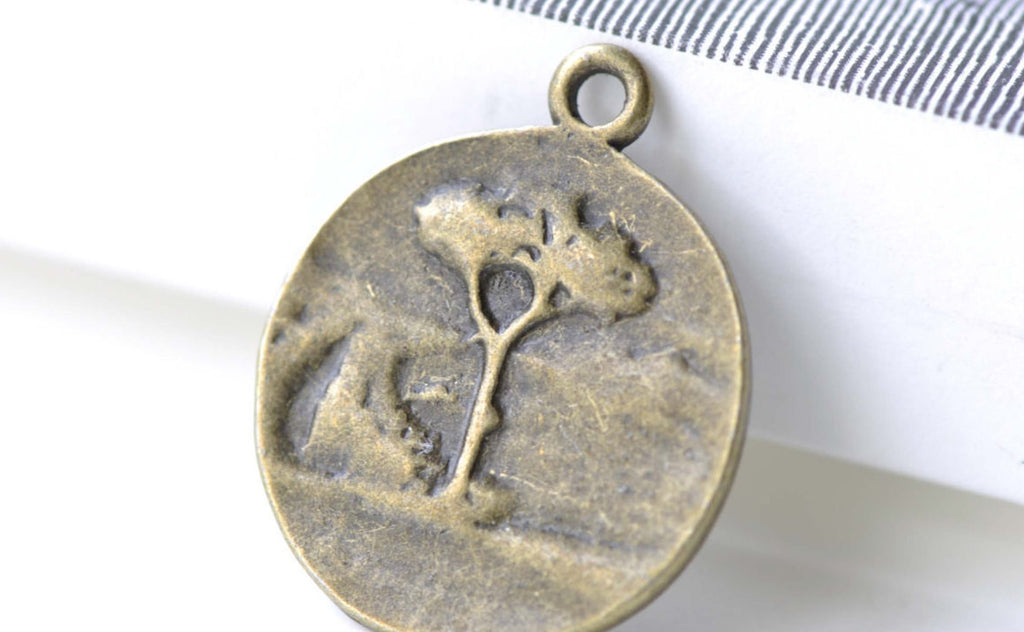 4 pcs Antique Bronze Round Embossed Tree Charms Pendants A8127