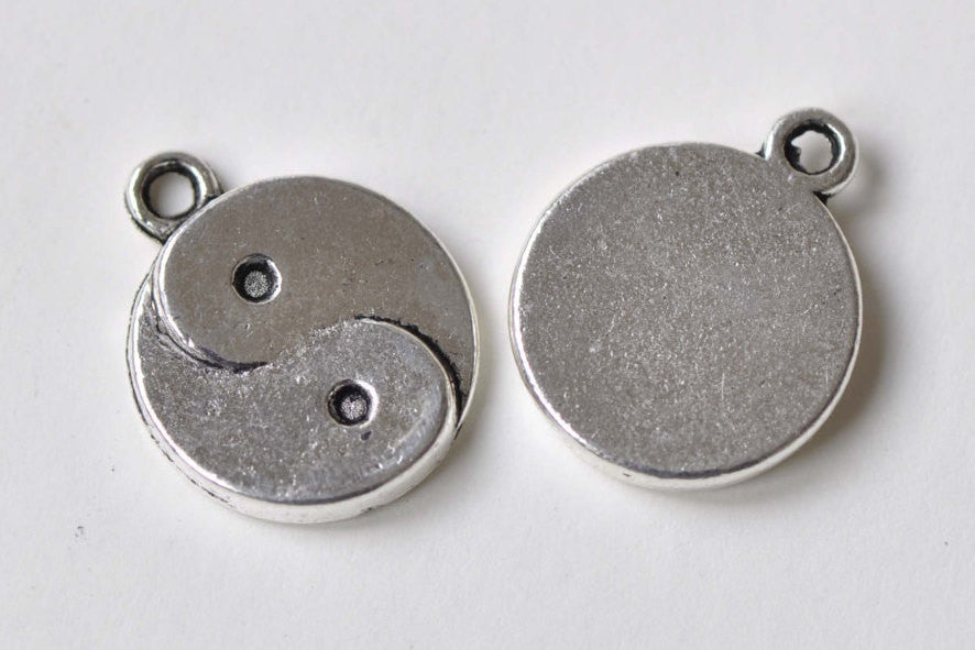 Antique Silver Tai Chi Yin-Yang Charms Pendants  15mm Set of 20 A8408