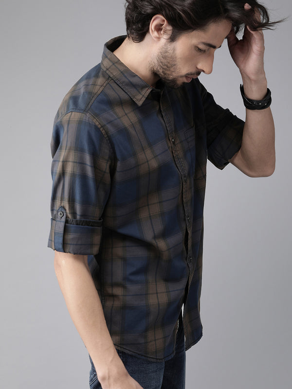 Roadster Men Navy Blue and Brown Regular Fit Checked Casual Shirt