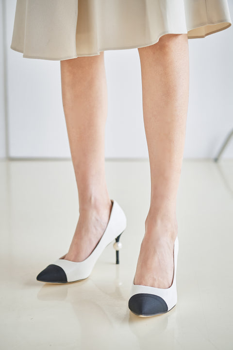 Pearl decor heels in white