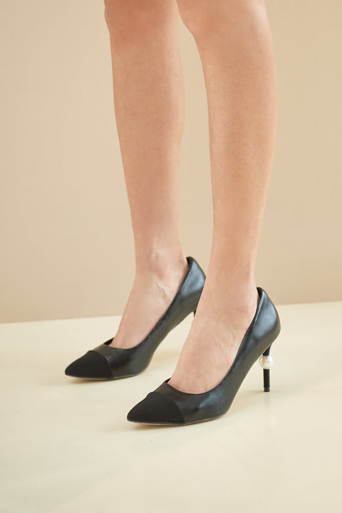 Pearl decor heels in black