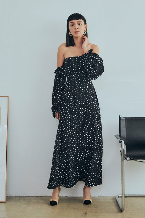 (Pre-Oder) Hold on to you polka dots maxi dress in black