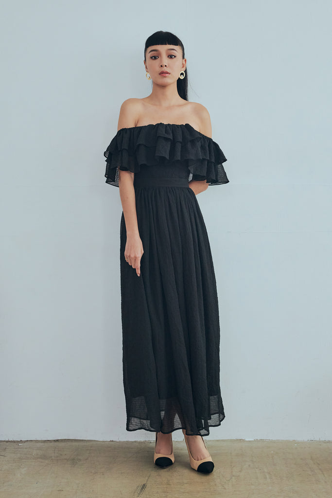 Sweeter than you off shoulder maxi dress in black
