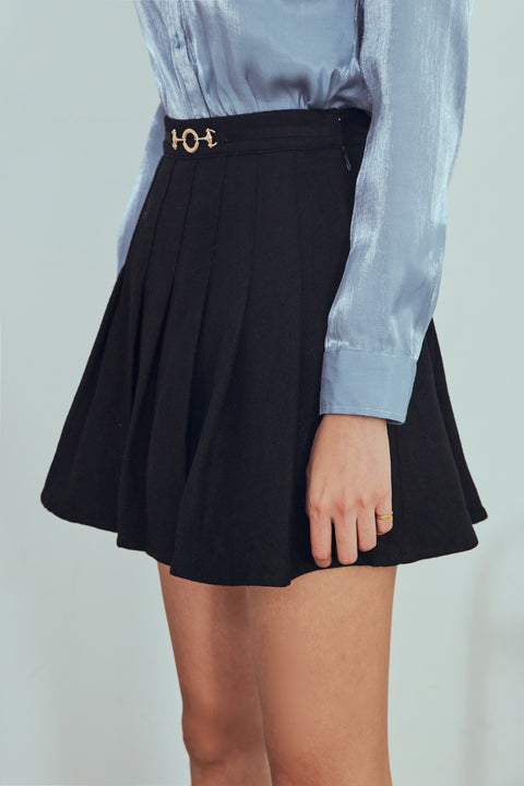 Queen vibe pleated skort in black
